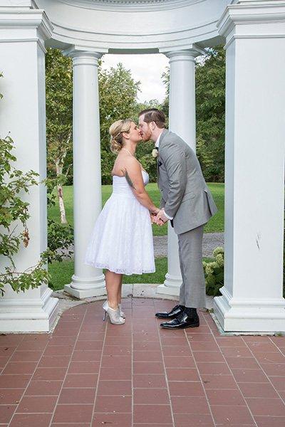 bride groom kiss in the garden