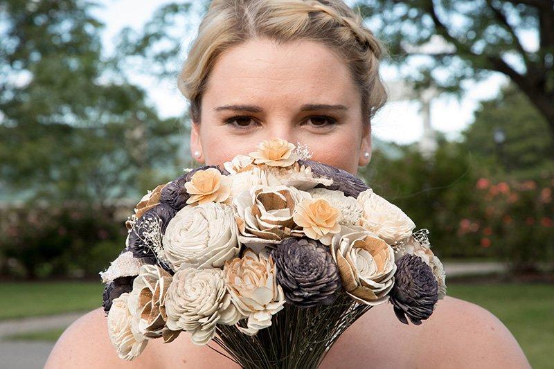 bride bouquet eyes
