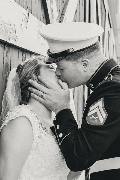 bride marine kiss