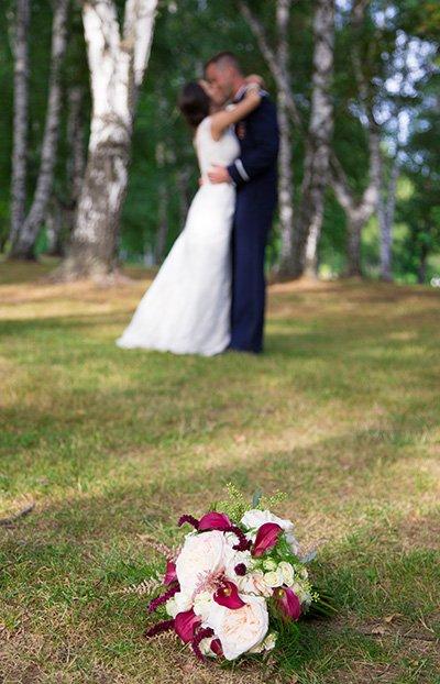 wedding bouquet wedding kiss