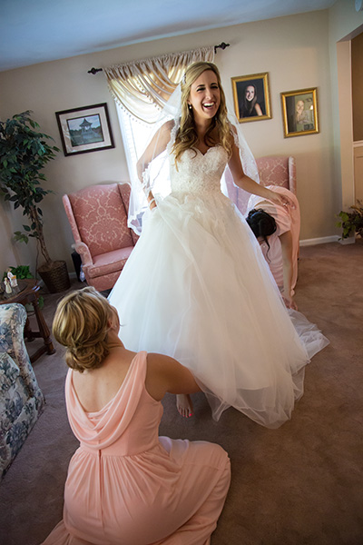 maid of honor getting the bride ready