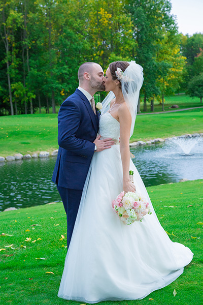 bride groom kiss in a park