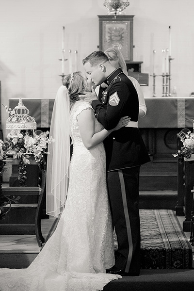 black and white alter kiss