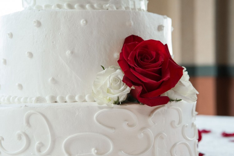Rose on wedding cake